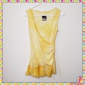 💕Just In 💕 Very pretty Sunshiny top.